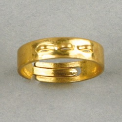 Adjustable ring base with 3 handles